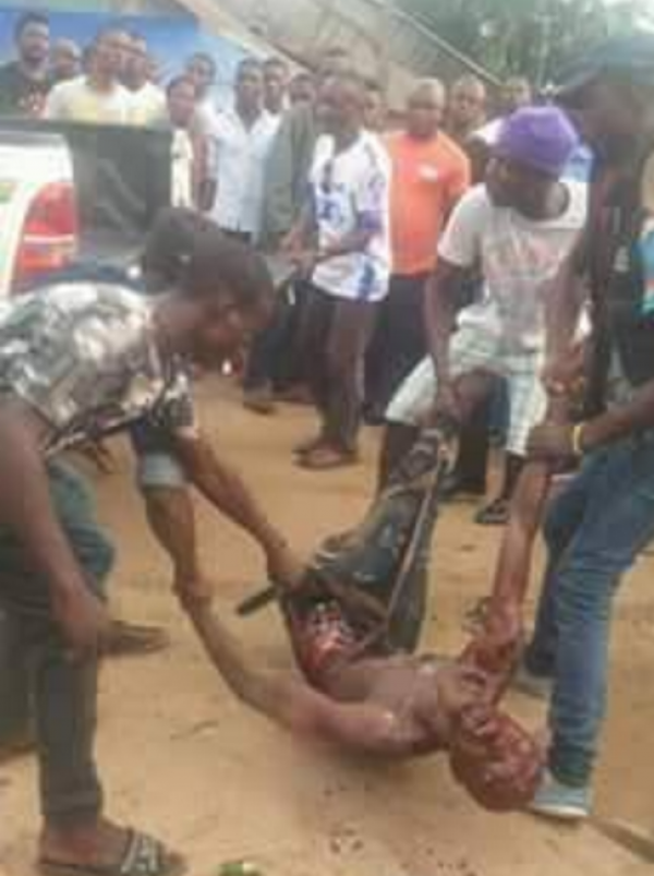 See how MOB kills Soldier – Photo