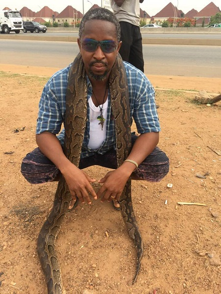 Man Buys Huge Python In Abuja To Celebrate After Buhari Declared To Seek Re-election (Photos) 4
